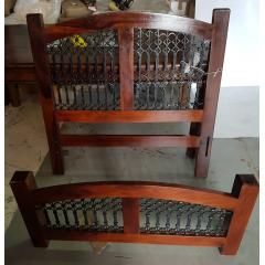 Klasyczne drewniane łóżko Jali 100x200